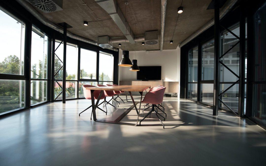 Her er de nye kontormøblene